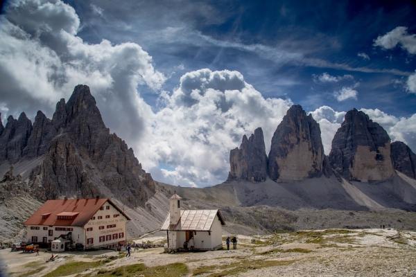 dolomitok15-three-peaks-of-lavaredo-hut-1650161-1280F732CAB6-ECA6-1561-CBD3-155BD84C3303.jpg