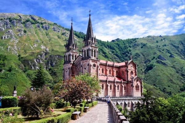 aszturia-10-basilica-of-santa-maria-covadongaB9B49538-DA85-3BAD-63A4-E98D099BE58A.jpg