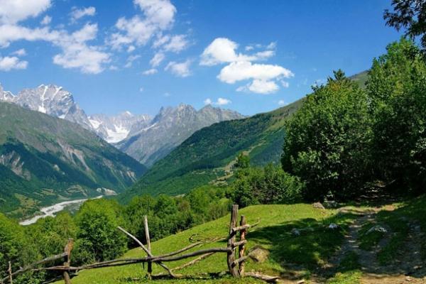 gruzia-kaukazus-tura-trekking-180C6B336-97AB-22C4-FD5D-915BC5BEE7FB.jpg