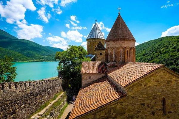 gruzia-kaukazus-tura-trekking-359548036B-1F28-3688-6DD3-AF531D2DE862.jpg
